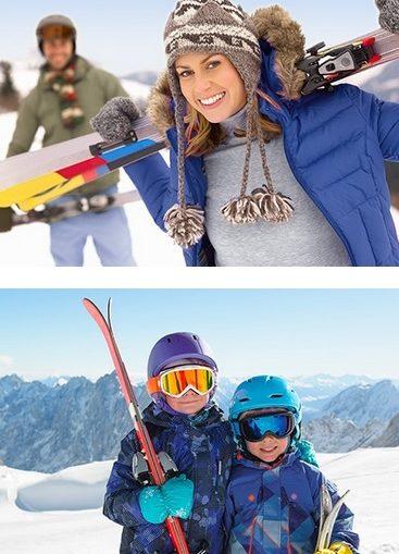 une famille au ski avec son matériel